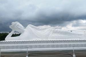 5 Patung Buddha Tidur yang Ada di Indonesia